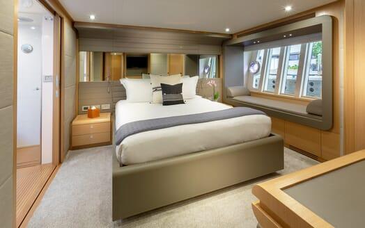 Motor Yacht La Pace master cabin