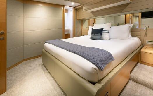 Motor Yacht La Pace VIP cabin