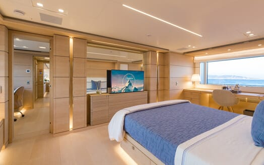 Motor Yacht Narvalo guest cabin