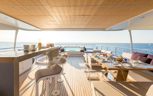 Motor Yacht Narvalo main deck
