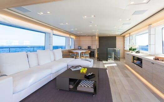 Motor Yacht Narvalo living area
