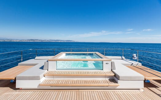 Motor Yacht Narvalo swimming pool