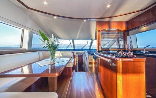 Motor Yacht Sassy dining area