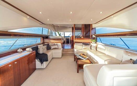 Motor Yacht Sassy saloon
