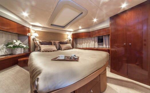 Motor Yacht Sassy guest cabin