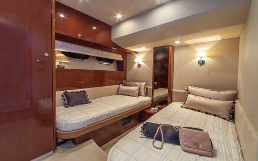 Motor Yacht Sassy twin cabin