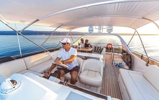Motor Yacht Sassy flydeck
