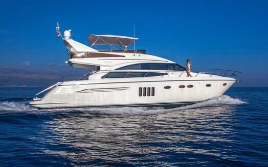 Motor Yacht Sassy cruising