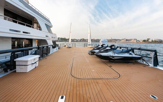 Motor Yacht Axis main deck