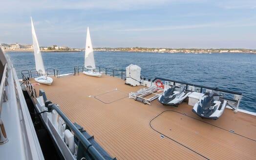 Motor Yacht Axis toys