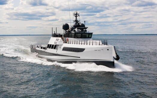 Motor Yacht Axis cruising