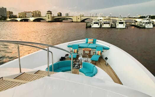 Motor Yacht RELENTLESS 130 Forward Seating