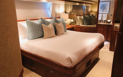Motor Yacht RELENTLESS 130 Double Guest Stateroom