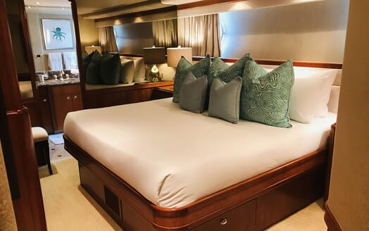 Motor Yacht RELENTLESS 130 Second Guest Double Stateroom