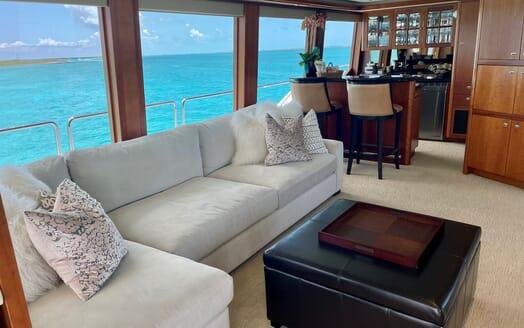 Motor Yacht RELENTLESS 130 Sky Lounge Bar