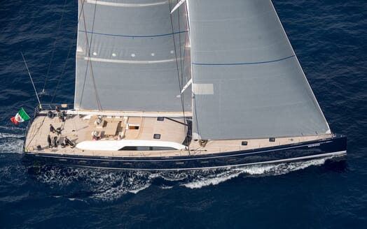 Sailing Yacht SOLLEONE Profile Underway