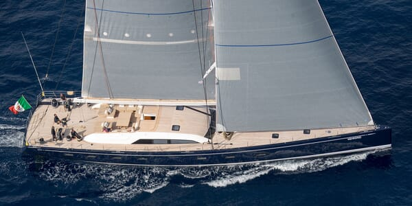 Sailing Yacht SOLLEONE Profile Underway