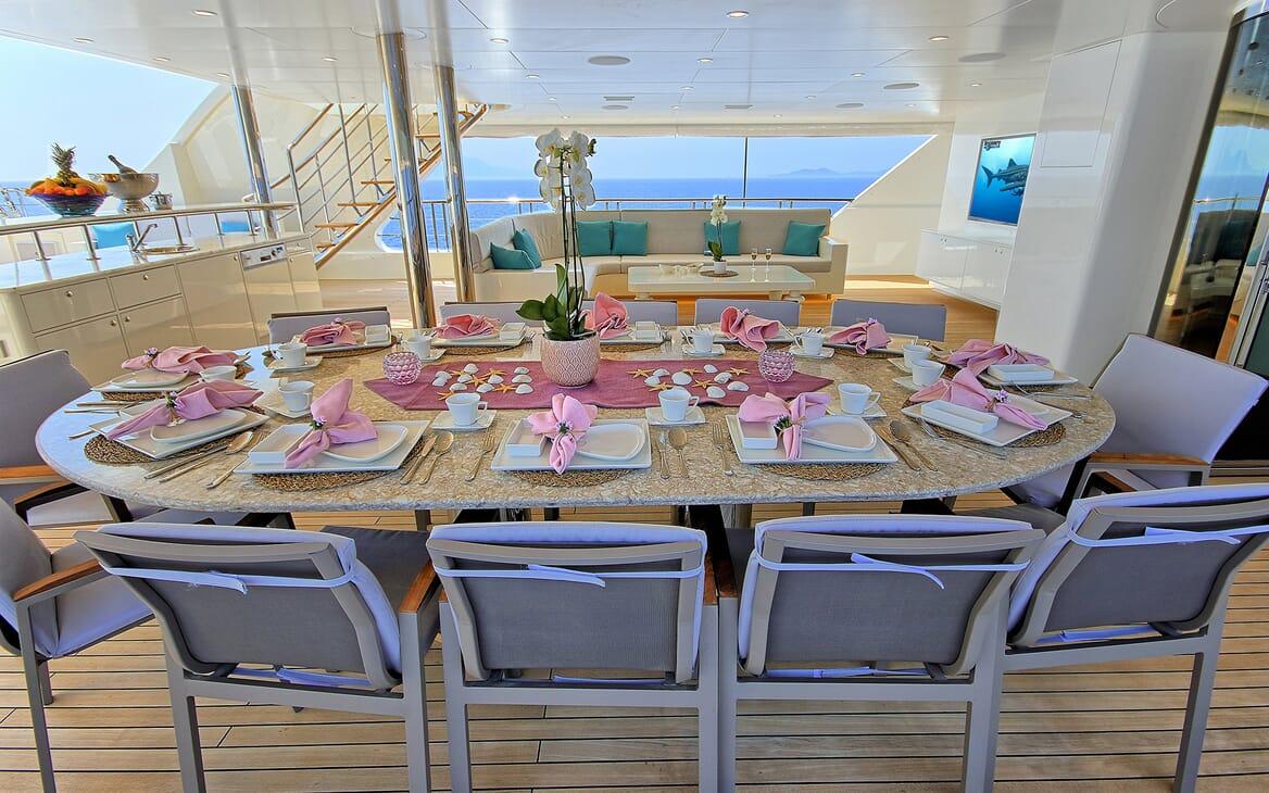 Sailing Yacht Meira al fresco dining