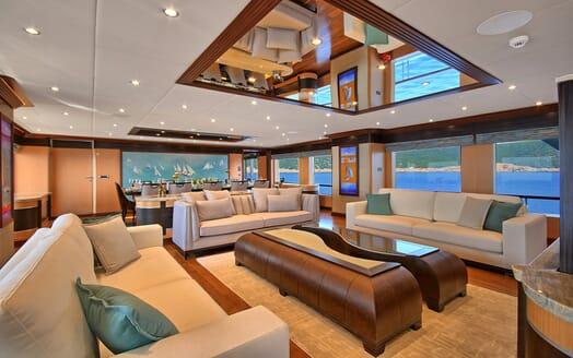Sailing Yacht Meira saloon