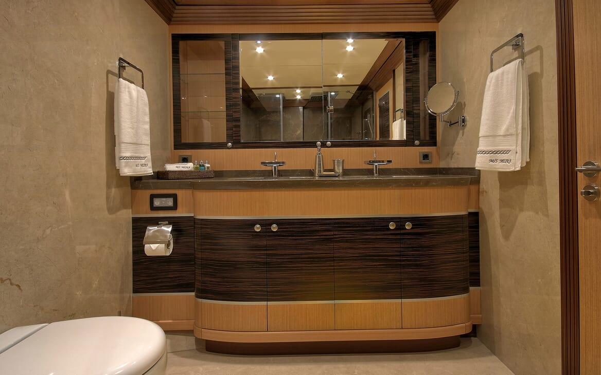 Sailing Yacht Meira guest bathroom