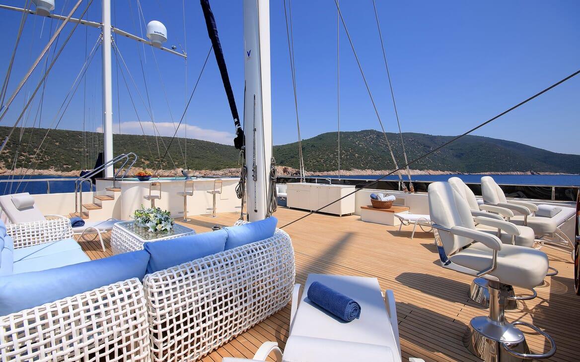 Sailing Yacht Meira sundeck