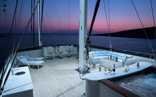 Sailing Yacht Meira flydeck