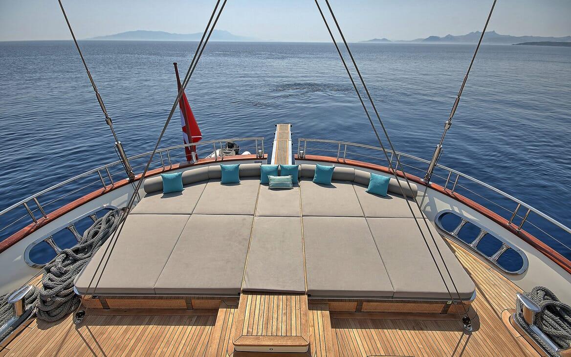 Sailing Yacht Meira sun loungers