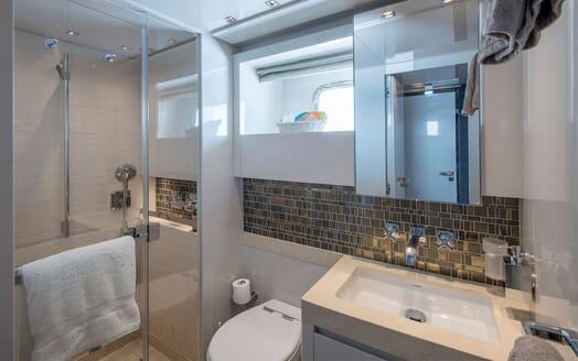 Motor Yacht SABBATICAL Guest Bathroom