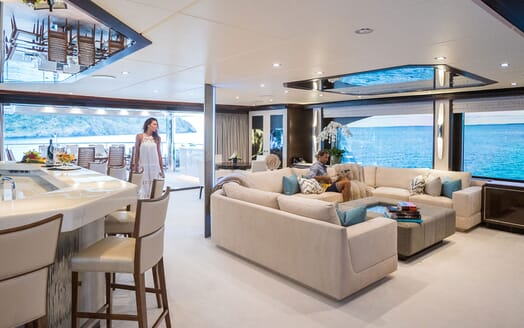 Motor Yacht KING BABY Main Saloon