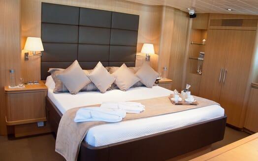 Motor Yacht Ermitage Master Stateroom
