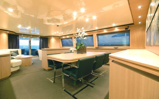 Motor Yacht Ermitage Dining Table