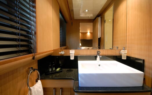 Motor Yacht Ermitage Bathroom