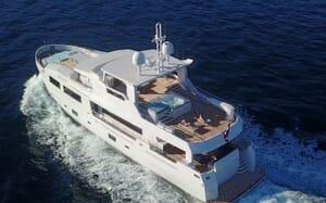Motor Yacht SERENITAS Underway
