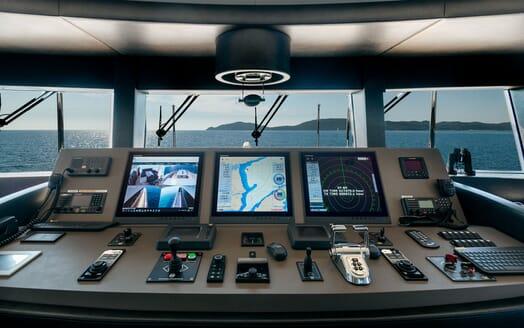 Motor Yacht SERENITAS Wheelhouse and Navigation