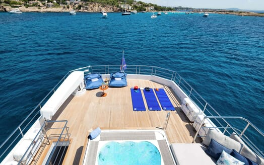 Motor Yacht SERENITAS Main Saloon 2
