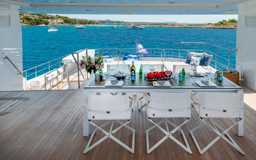 Motor Yacht SERENITAS Sundeck Dining Table