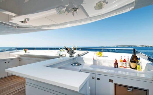 Motor Yacht SERENITAS Master Bathroom