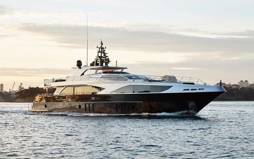 Motor Yacht Ghost II cruising