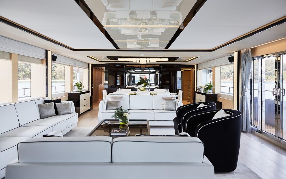 Motor Yacht Ghost II saloon