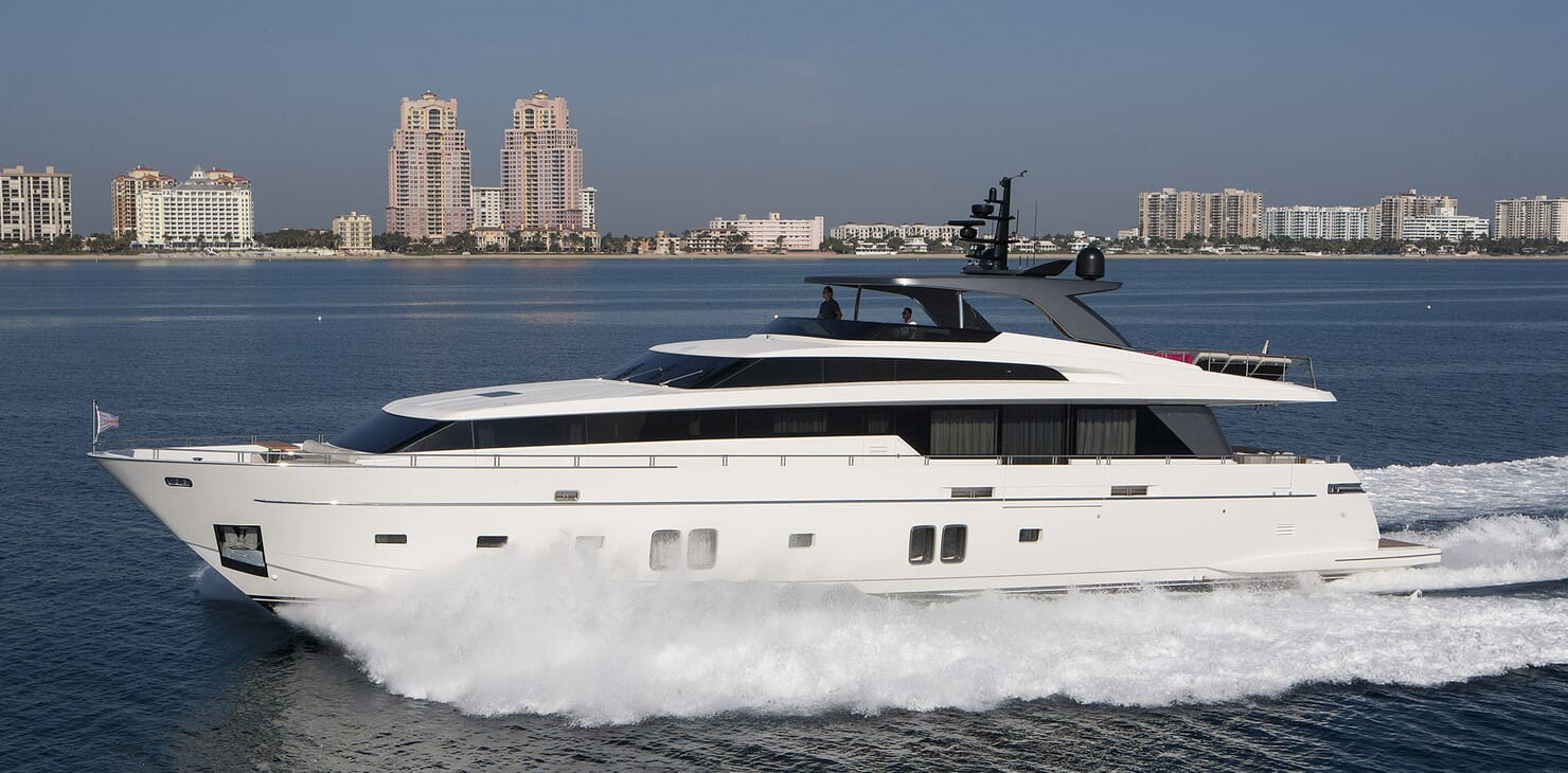 Motor Yacht Freddy running shot