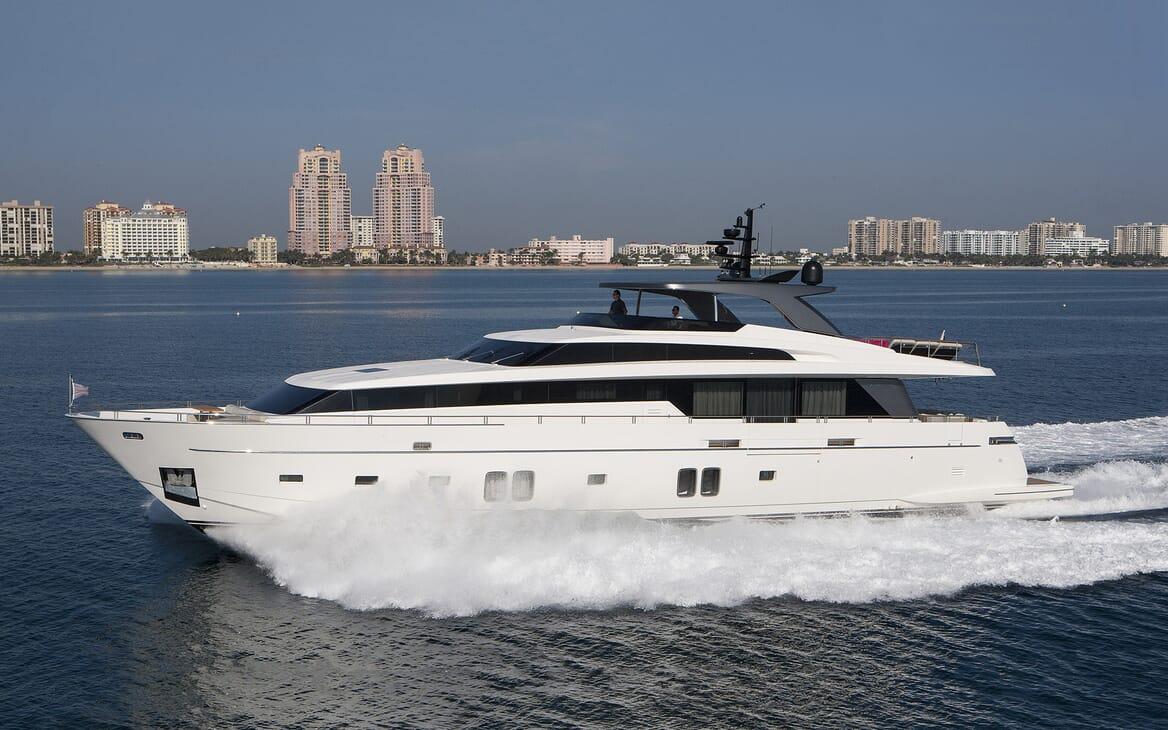 Motor Yacht Freddy running shot
