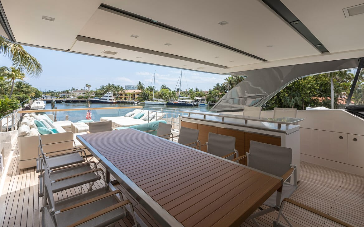 Motor Yacht Freddy outdoor dining