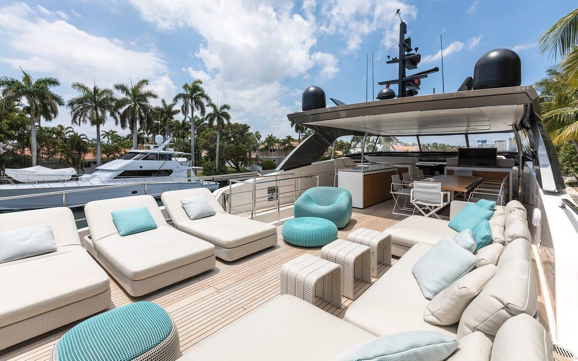 Motor Yacht Freddy sundeck