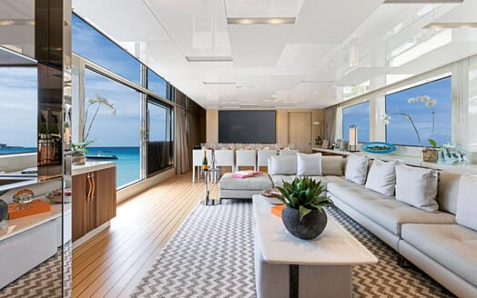 Motor Yacht Freddy saloon