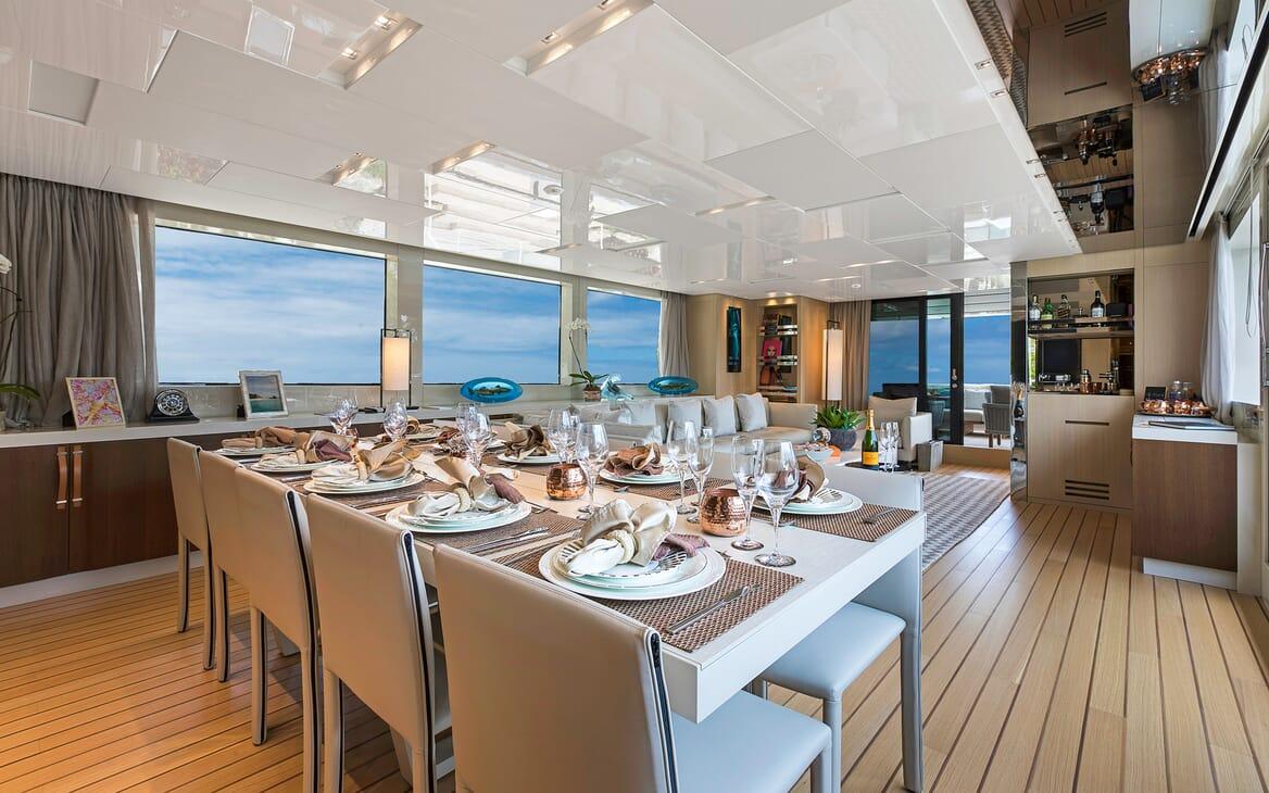 Motor Yacht Freddy dining area