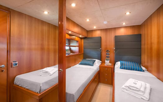 Motor Yacht Quantum twin cabin with white linen and oak surroundings