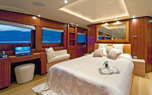Motor Yacht Soiree master cabin