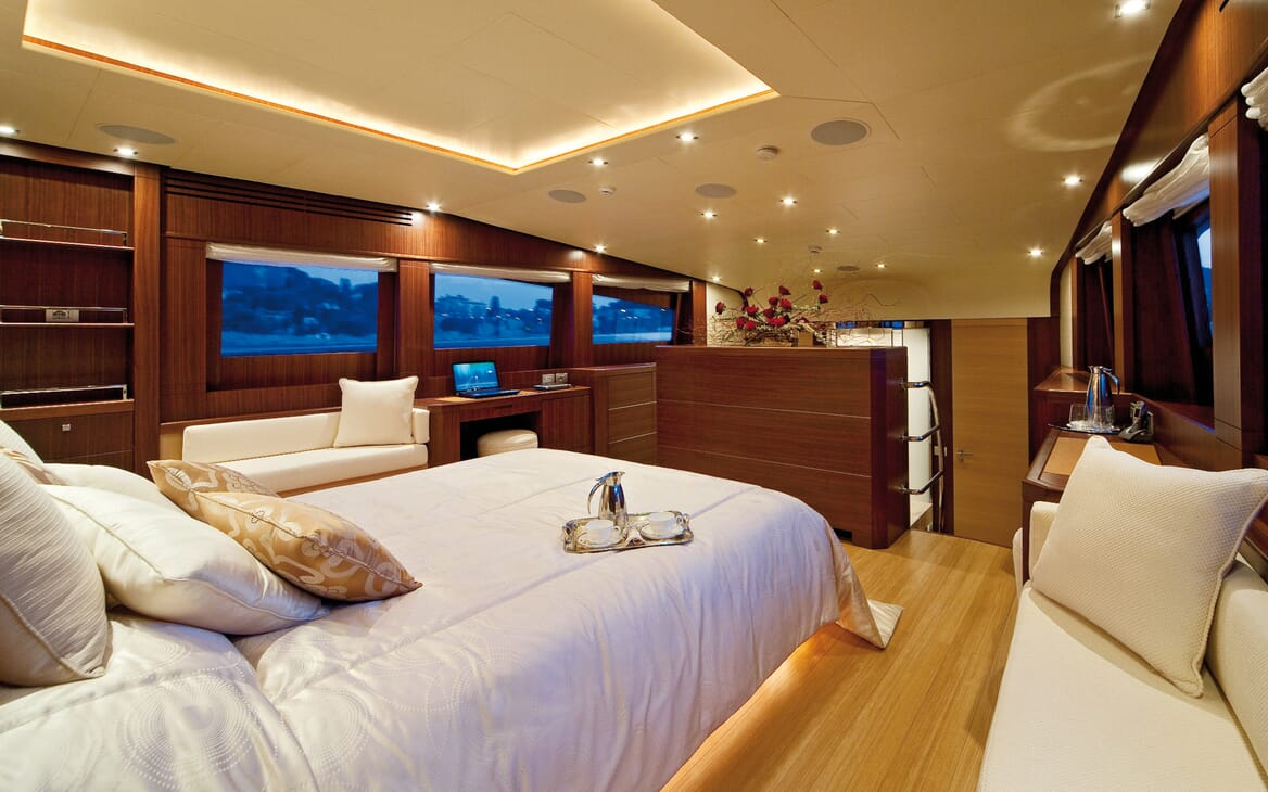 Motor Yacht Soiree VIP cabin