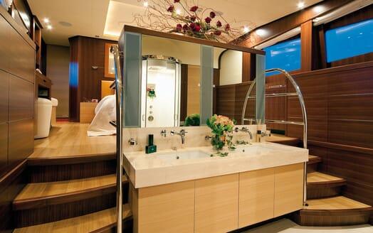 Motor Yacht Soiree master bathroom