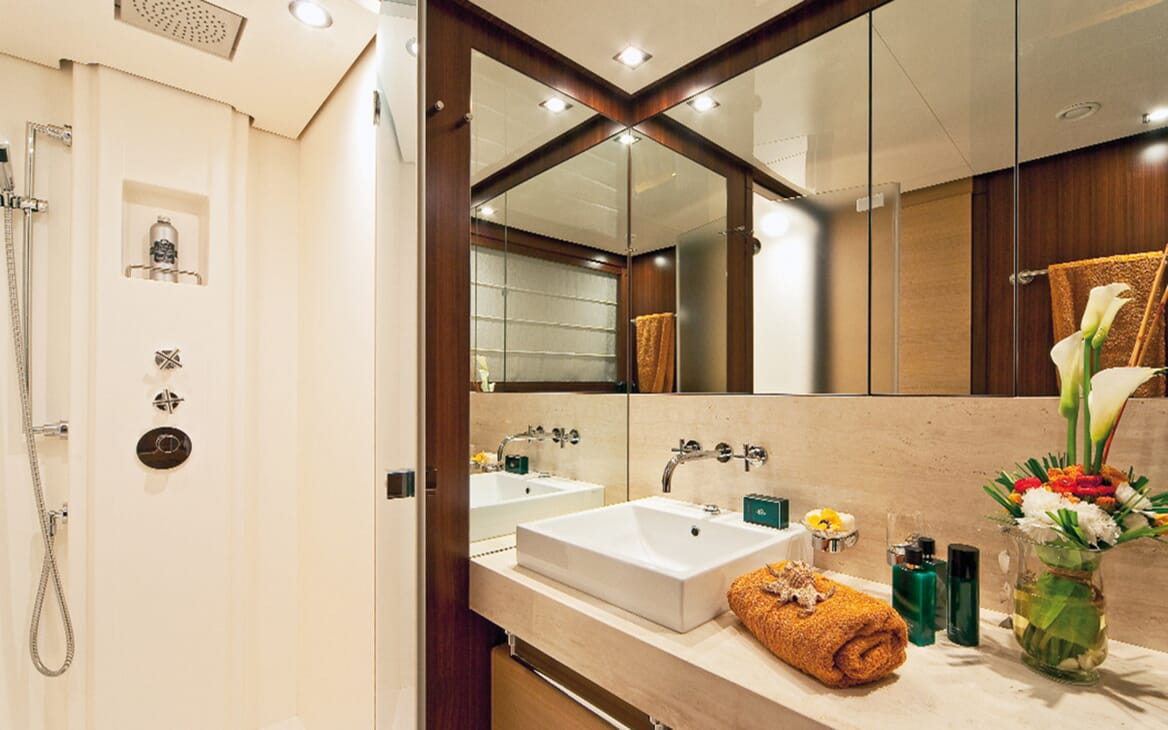 Motor Yacht Soiree guest bathroom